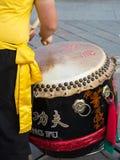 Traditionele Japanner toont met Slagwerker Performance stock foto