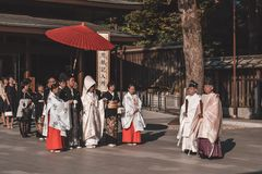 Traditionele Japanse huwelijksceremonie in kimono's royalty-vrije stock afbeeldingen
