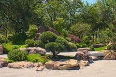 Traditionele Japanse tuin in het Park van Kyoto KyivKiev ukraine Stock Fotografie
