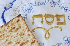 Traditionele Joodse Bladen Matzo en Dekking Stock Foto's