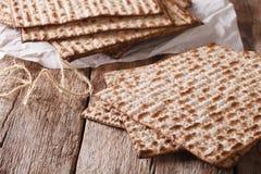 Traditionele Joodse kosjer matzo voor Paschamacro op een lijst H Royalty-vrije Stock Afbeelding