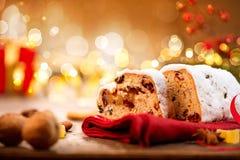 Traditionele Kerstmis Stollen royalty-vrije stock afbeeldingen