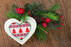 Traditionele Kerstmisdecoratie op Hout Stock Foto