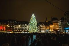 Traditionele Kerstmismarkt in historisch Straatsburg Frankrijk Stock Afbeelding