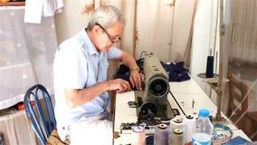 Traditionele kleermaker stock videobeelden