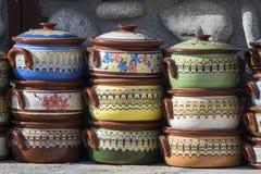 Traditionele kleurrijke Bulgaarse kleipotten royalty-vrije stock fotografie