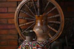 Traditionele kruik wijn Stock Foto's