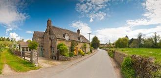 Traditionele landelijke huizenscène Stock Foto's