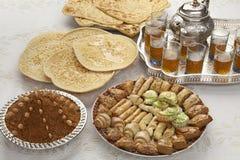 Traditionele Marokkaanse thee bij identiteitskaart-al het eind van Ramadan Royalty-vrije Stock Afbeeldingen