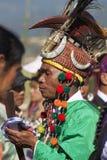 Traditionele Mens Jingpo bij Dans Stock Foto