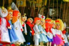 Traditionele met de hand gemaakte houten poppenmarionetten in Praag Royalty-vrije Stock Fotografie