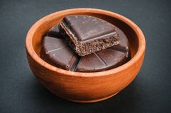 Traditionele Mexicaanse chocoladereep in houten kom royalty-vrije stock afbeelding