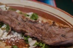 Traditionele Mexicaanse huarache in kleischotel Royalty-vrije Stock Foto