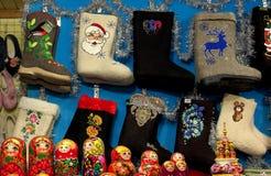 Traditionele nationale Rus vond de laarzen bij de Nieuwjaar` s markt in het centrum van Moskou op Rood Vierkant worden verkocht stock foto's
