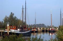 Traditionele Nederlandse varende schepen stock foto