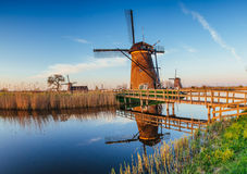 Traditionele Nederlandse windmolens van het kanaal Rotterdam holland Royalty-vrije Stock Foto