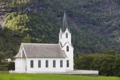 Traditionele Noorse witte houten kerk Fortundorp Trave Royalty-vrije Stock Fotografie