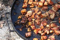 Traditionele Oekraïense die maaltijd, op brand wordt gebraden Royalty-vrije Stock Foto's