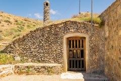 Traditionele ondergrondse kelder in Spanje Baltanas, Castilla en Leon stock afbeelding
