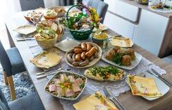 Traditionele Oosteuropese maaltijd ter gelegenheid van Pasen royalty-vrije stock afbeeldingen