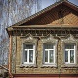 Traditionele oude Russische huisvoorgevel Royalty-vrije Stock Fotografie