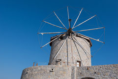 Traditionele oude windmolen in Turkije Stock Fotografie