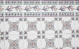 Traditionele overladen Portugese decoratieve tegels stock afbeelding