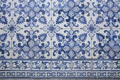 Traditionele overladen Portugese decoratieve tegels stock afbeeldingen