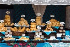 Traditionele poetsmiddel gerookte kaas voor verkoop Stock Foto