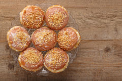 Traditionele Poolse donuts met likeur en okkernoten royalty-vrije stock afbeelding