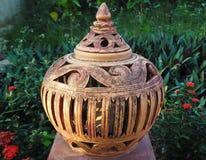 Traditionele pot in de tuin royalty-vrije stock foto's