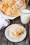 Traditionele rituele Karelische gebakjes Pastei aan zoon in wet Stock Foto's
