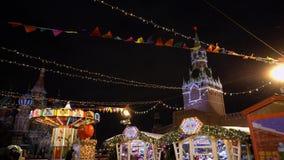 Traditionele Russische markt op Rood Vierkant, de winter, sneeuwval, vakantie, pannekoekweek stock videobeelden