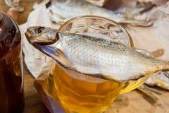 Traditionele Russische snacks aan bier Droge voorn op papier Royalty-vrije Stock Afbeeldingen