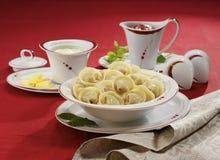 Traditionele Russische voedselpelmeni Stock Afbeeldingen