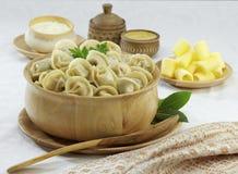 Traditionele Russische voedselpelmeni Royalty-vrije Stock Afbeeldingen