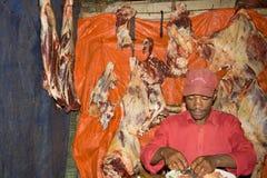 Traditionele slager in het Dorze-dorp, Ethiopië Stock Foto's