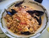 Traditionele Spaanse zeevruchtenpaella stock afbeeldingen