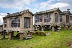 Traditionele steengraanschuuren, Portugal royalty-vrije stock afbeelding