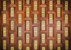 Traditionele Thaise houten snijdende muur Stock Foto