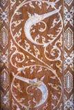 Traditionele Thaise kunst op de deur van kerk Royalty-vrije Stock Afbeeldingen