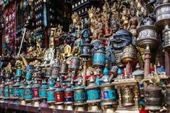 Traditionele tibetan het bidden wielen in Nepal royalty-vrije stock afbeelding