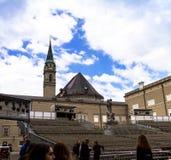 Traditionele tijdelijke concertzaal in openlucht voor opera het opvoeren met Stock Afbeeldingen