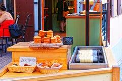 Traditionele Tsjechische bakkerij Trdlo in Praag Stock Foto