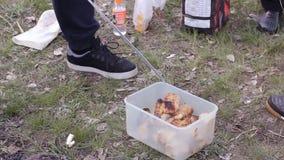 Traditionele Turkse Cag Kebap Traditionele Turkse kebab bij de barbecuegrill HD stock footage