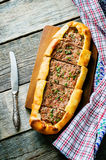 Traditionele Turkse gebakjes met vlees Stock Afbeeldingen