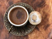 Traditionele Turkse koffie met een koekje royalty-vrije stock fotografie