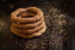 Traditionele Turkse ongezuurde broodjes met sesam Royalty-vrije Stock Afbeeldingen
