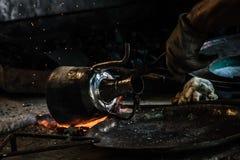 Traditionele Turkse Tingieter Covering de Koperplaat met Tin stock foto's