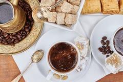 Traditionele Turkse zwarte koffie stock foto
